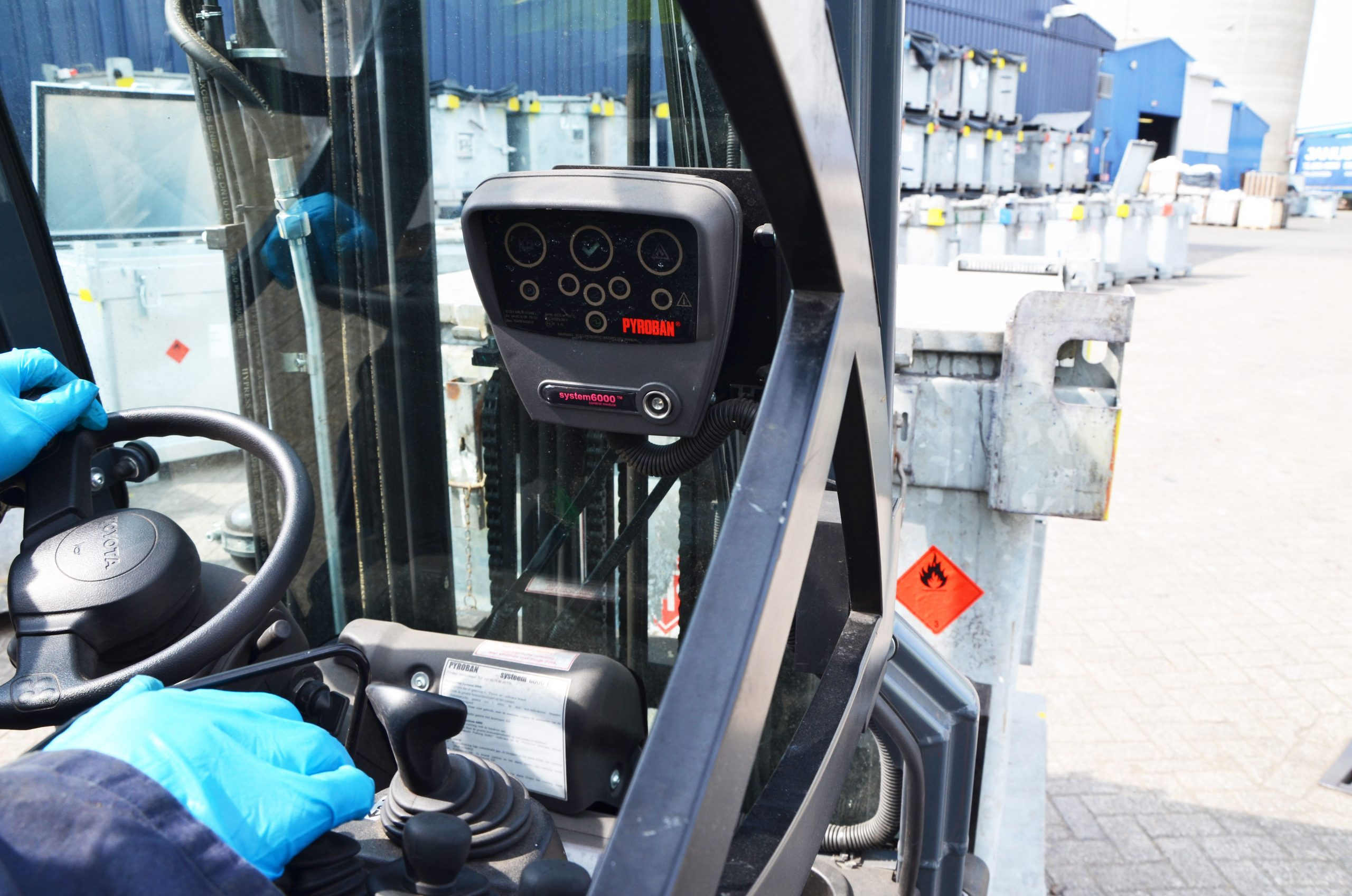 """Safety company Pyroban has warned that lift truck drivers are being left """"blind"""" to the presence of an explosive atmosphere in Zone 2 areas as some operations are specifying passive rather than active explosion protection technology."""